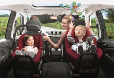 Seggiolini in Auto per i più Piccoli: Cosa Stabilisce la Norma
