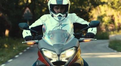 Moto e Scooter: Multa Fino a 169 € Per Chi Non Tiene le Luci Accese