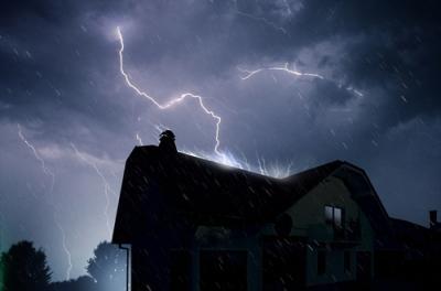 Risarcimenti danni per fulmine: come può tutelarsi il consumatore